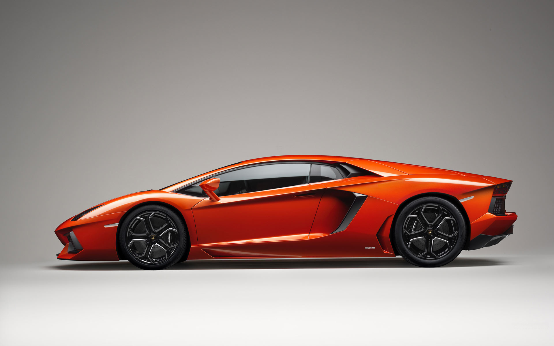 Car-wallpapers-Lamborghini Aventador LP 700 4-wallpaper