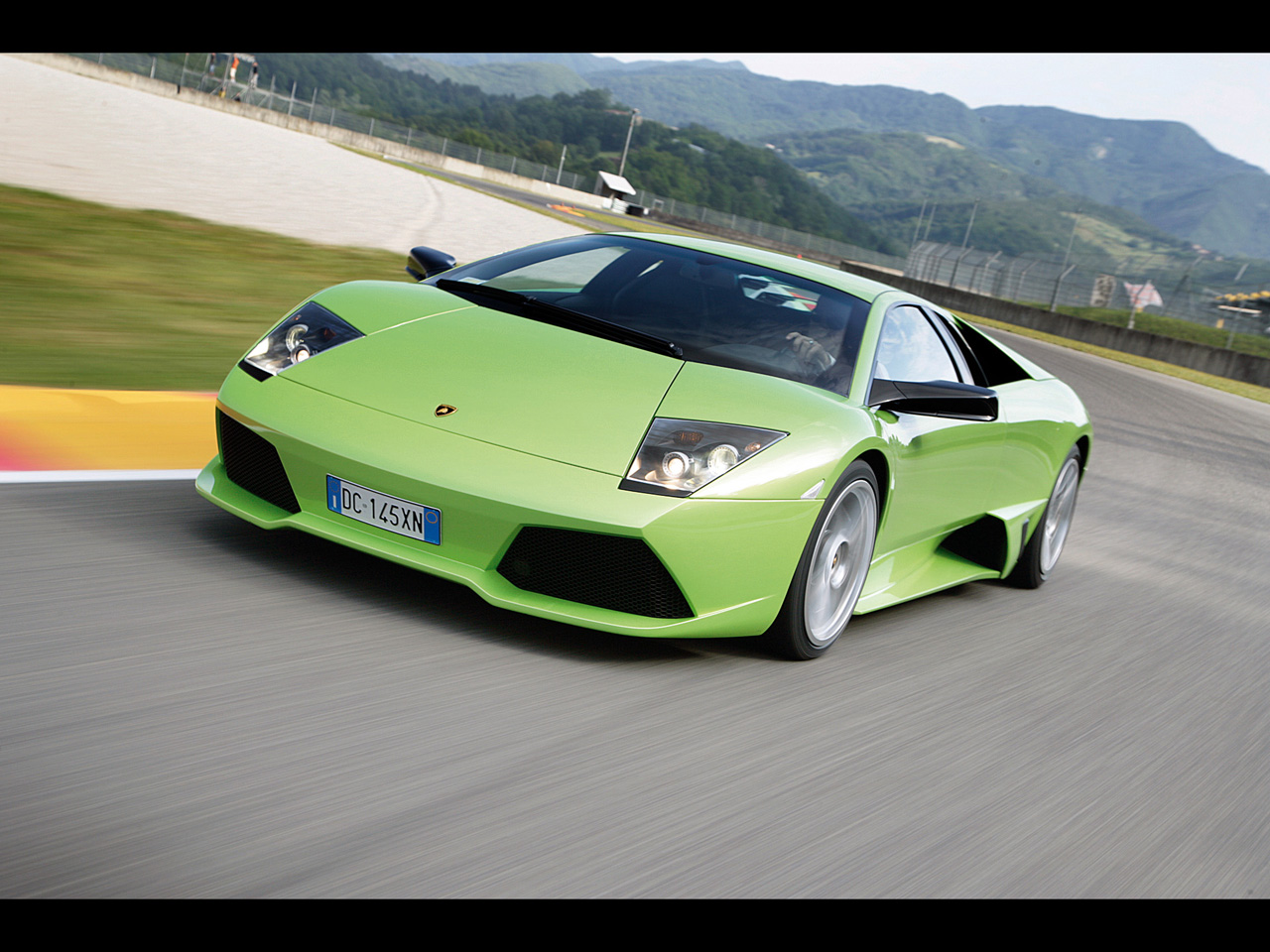 Lamborghini Murcielago LP640 - Green Front Angle Speed - 1280x960 - Wallpaper