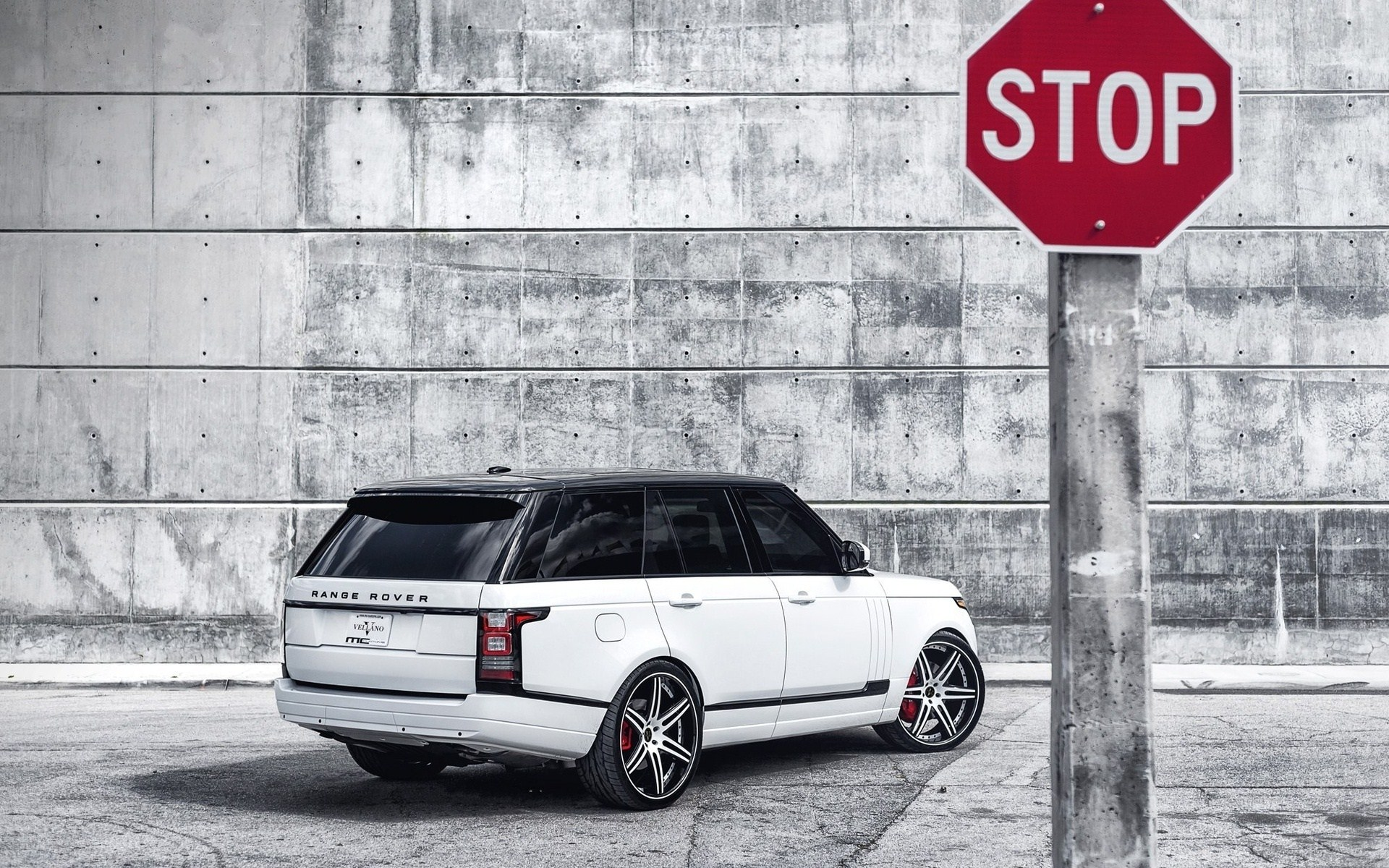 Land Rover Range Rover Stop Sign