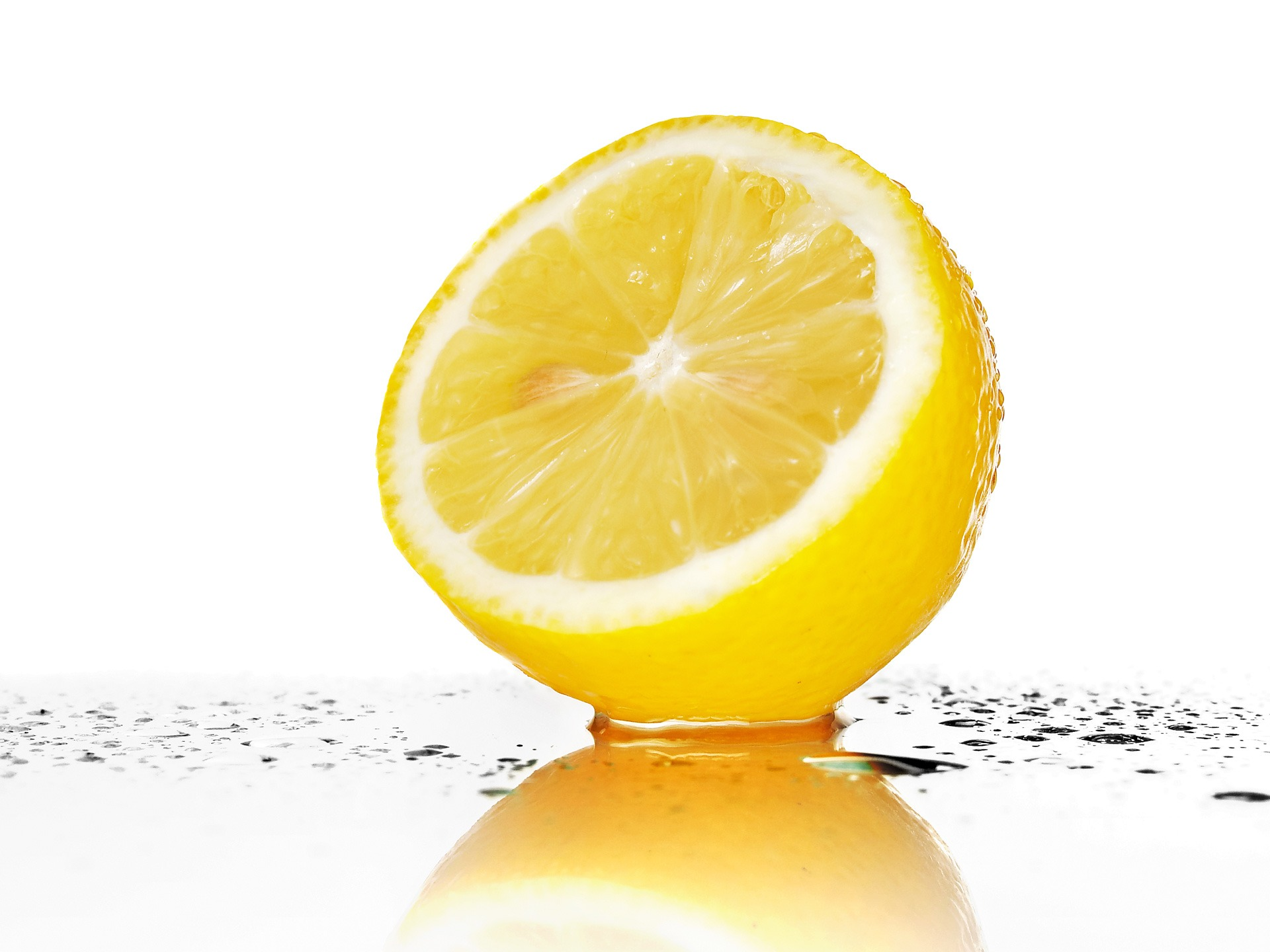 A Year of Natural Health & Beauty Tip #9: Use Lemon to Fade Skin Discolorations