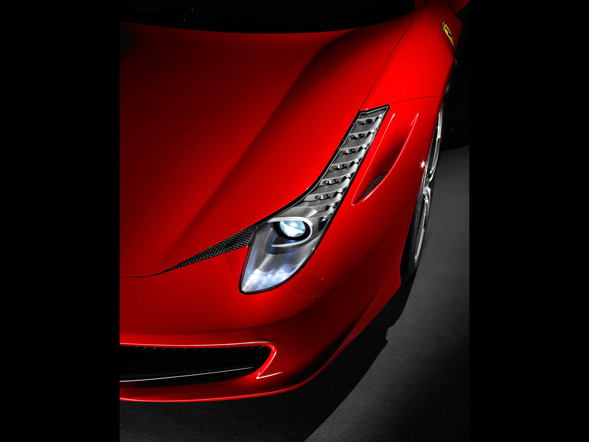 Ferrari 458 Italia Award Winnig Sportcar 2013-front-Illuminated-light - SportsCars20