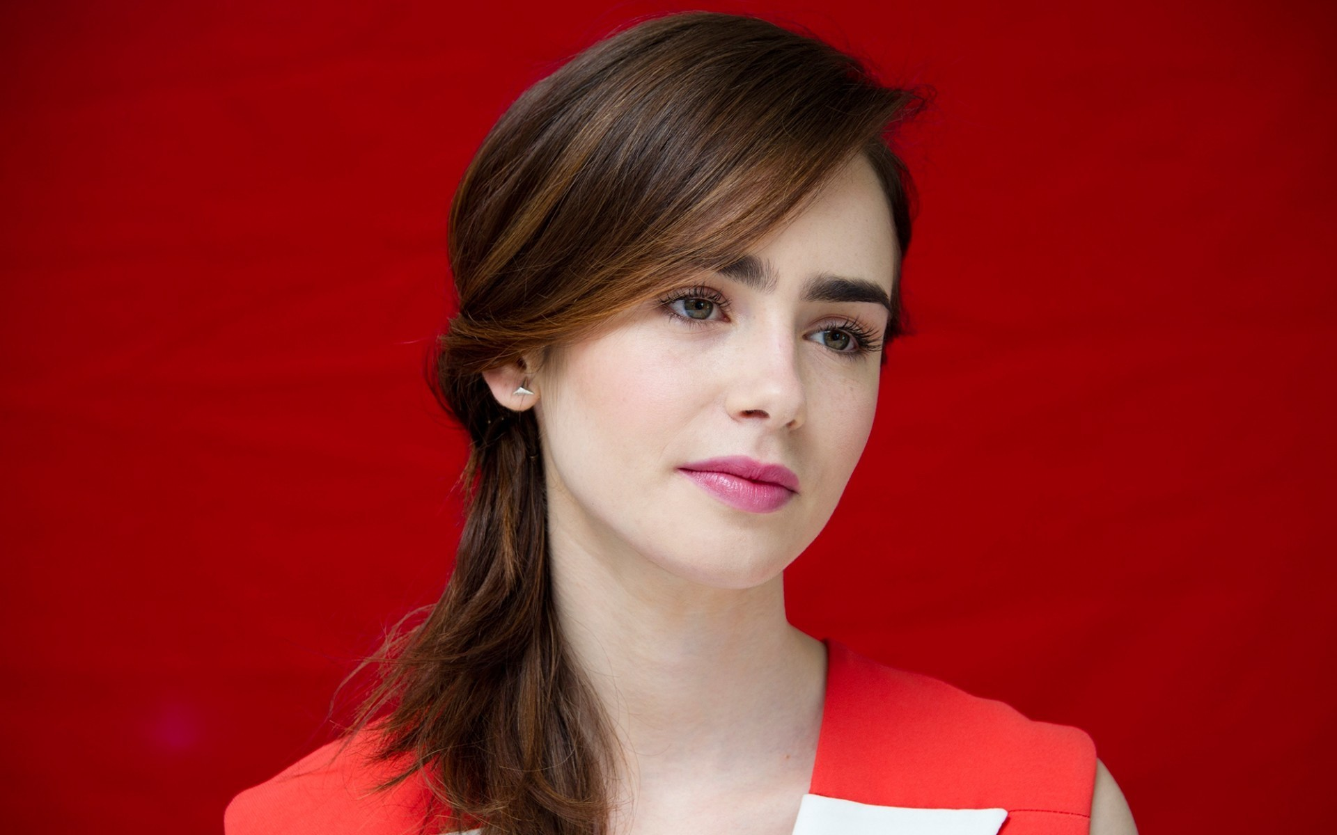 Lily Collins Wallpaper