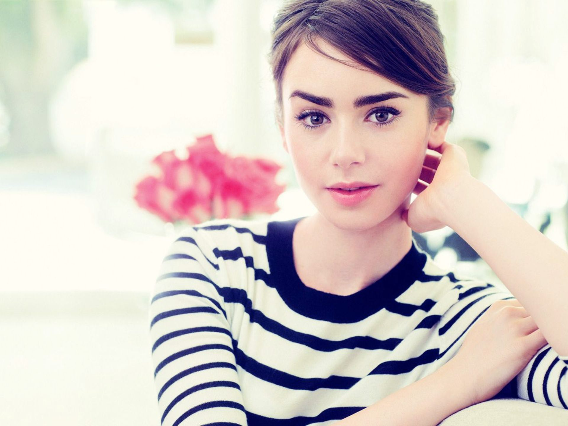Lily Collins Wallpaper Picture Gallery #305iw0