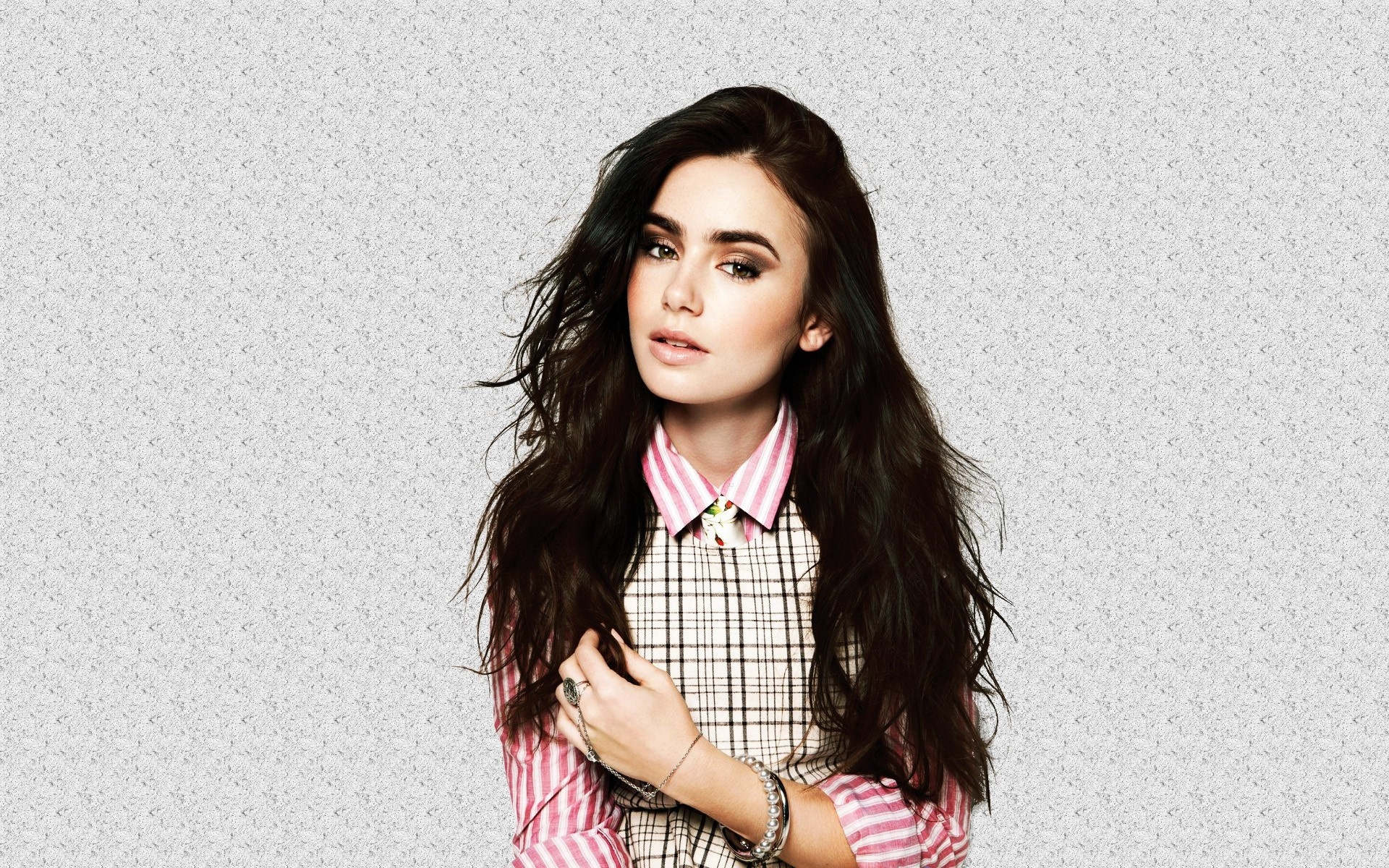Lily Collins widescreen for desktop
