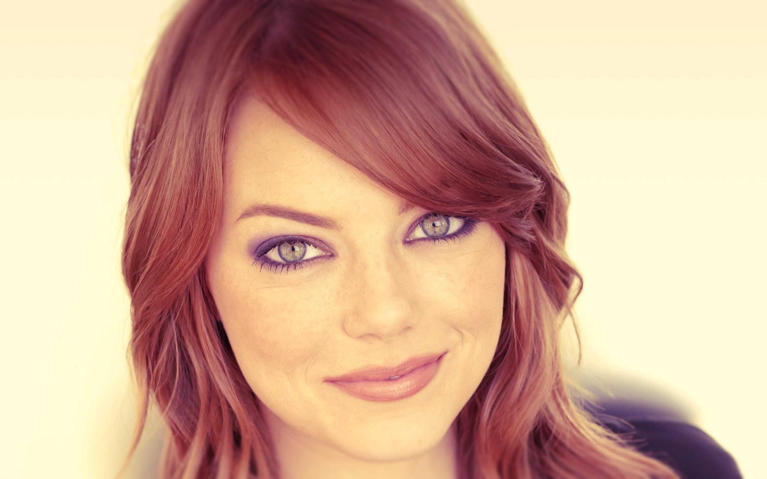 Lovely Actress Emma Stone Photo HD Wallpaper