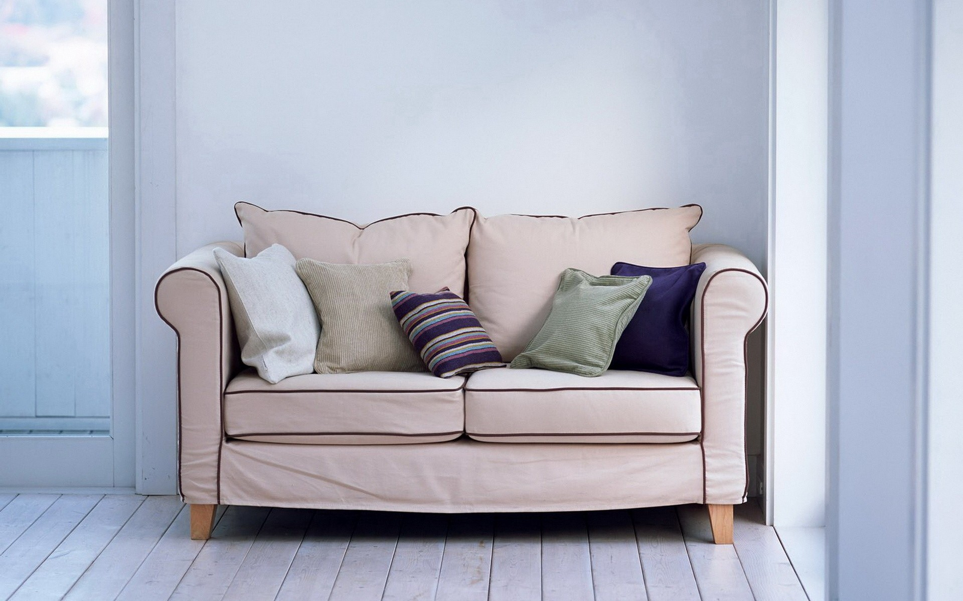 Lovely Couch Wallpaper