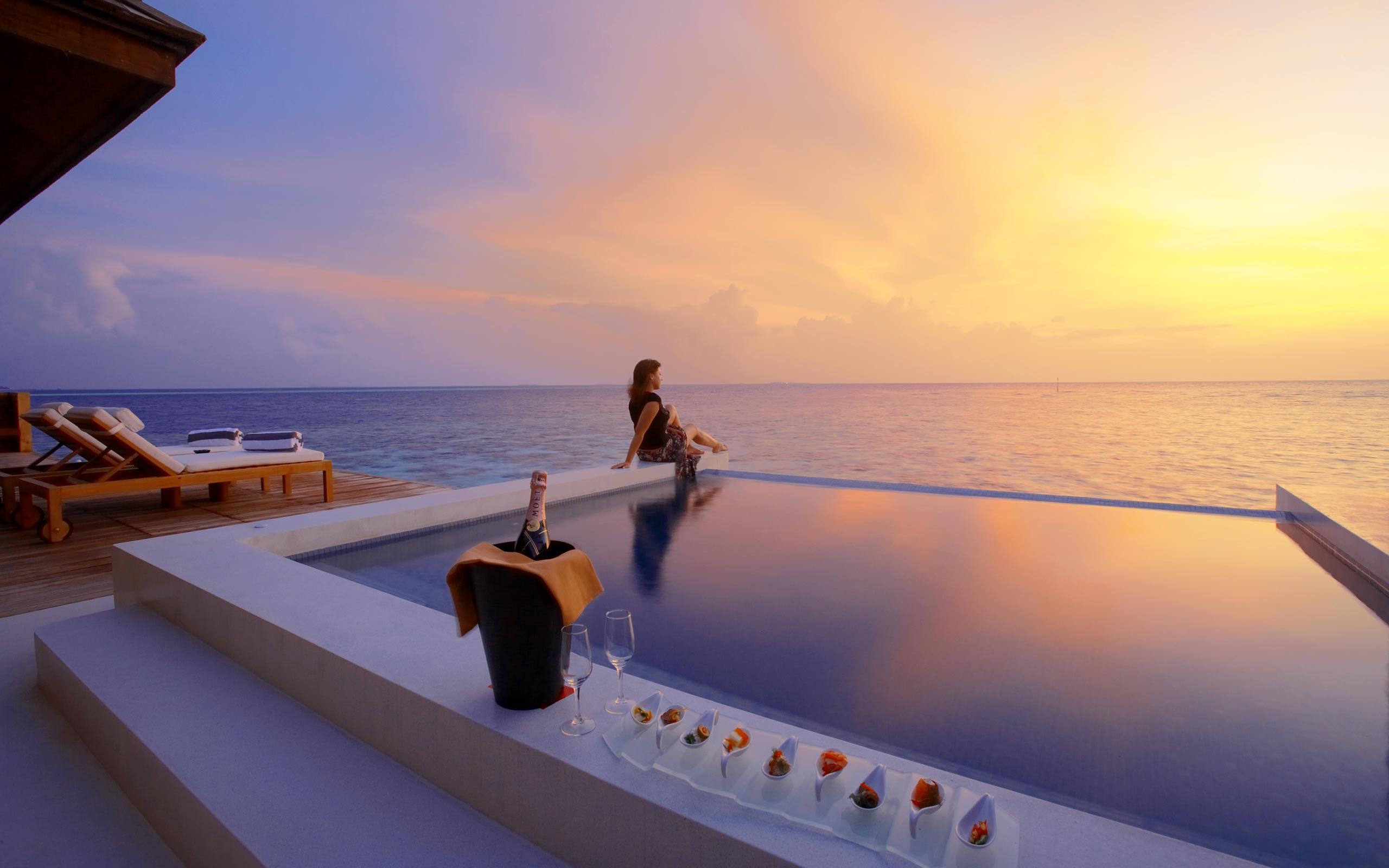 Luxury-hotel-Water-Suite