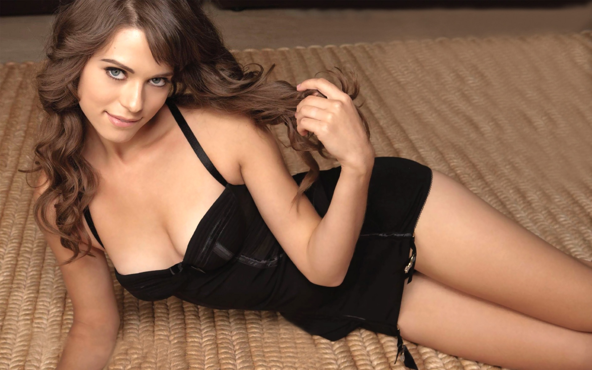 Sexy Lyndsy Fonseca HD wallpapers