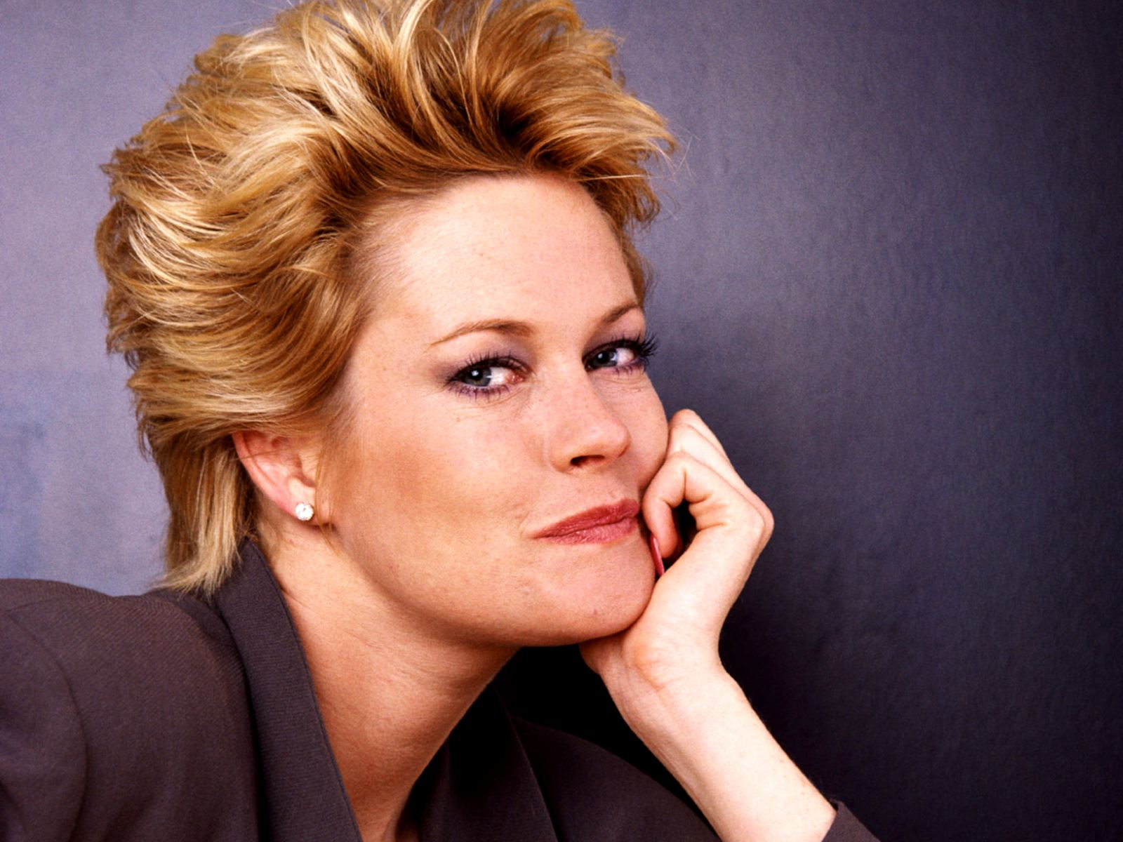 Image from http://img0.ndsstatic.com/wallpapers/21056c52b7a2721f855b78fcf0c32036_large.jpeg. | Melanie Griffith | Pinterest