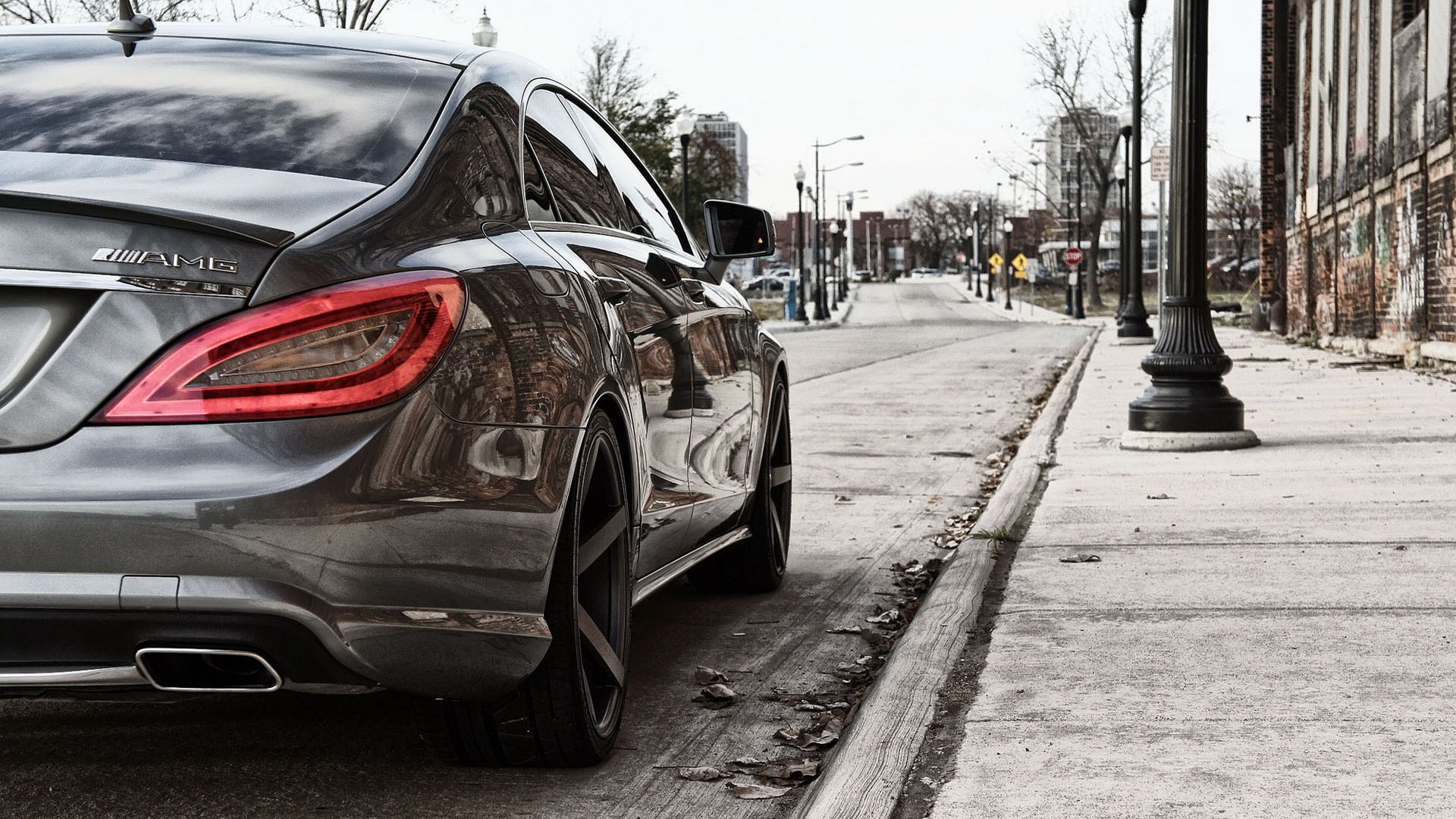 Mercedes MLG Near Sidewalk Wallpaper
