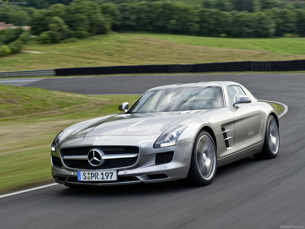 Mercedes SLS Pictures