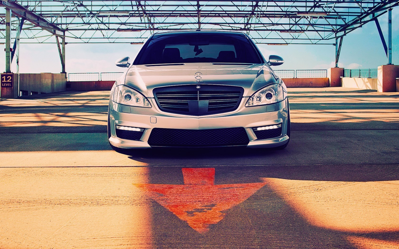 Mercedes-Benz S550 Parking