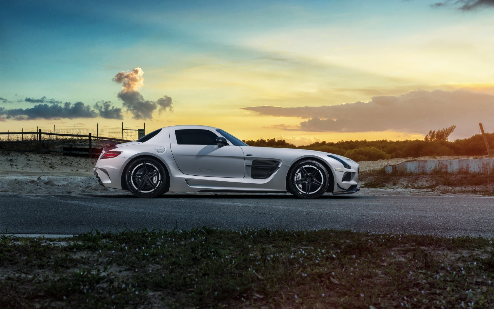 Mercedes-Benz SLS Black Series Side Car