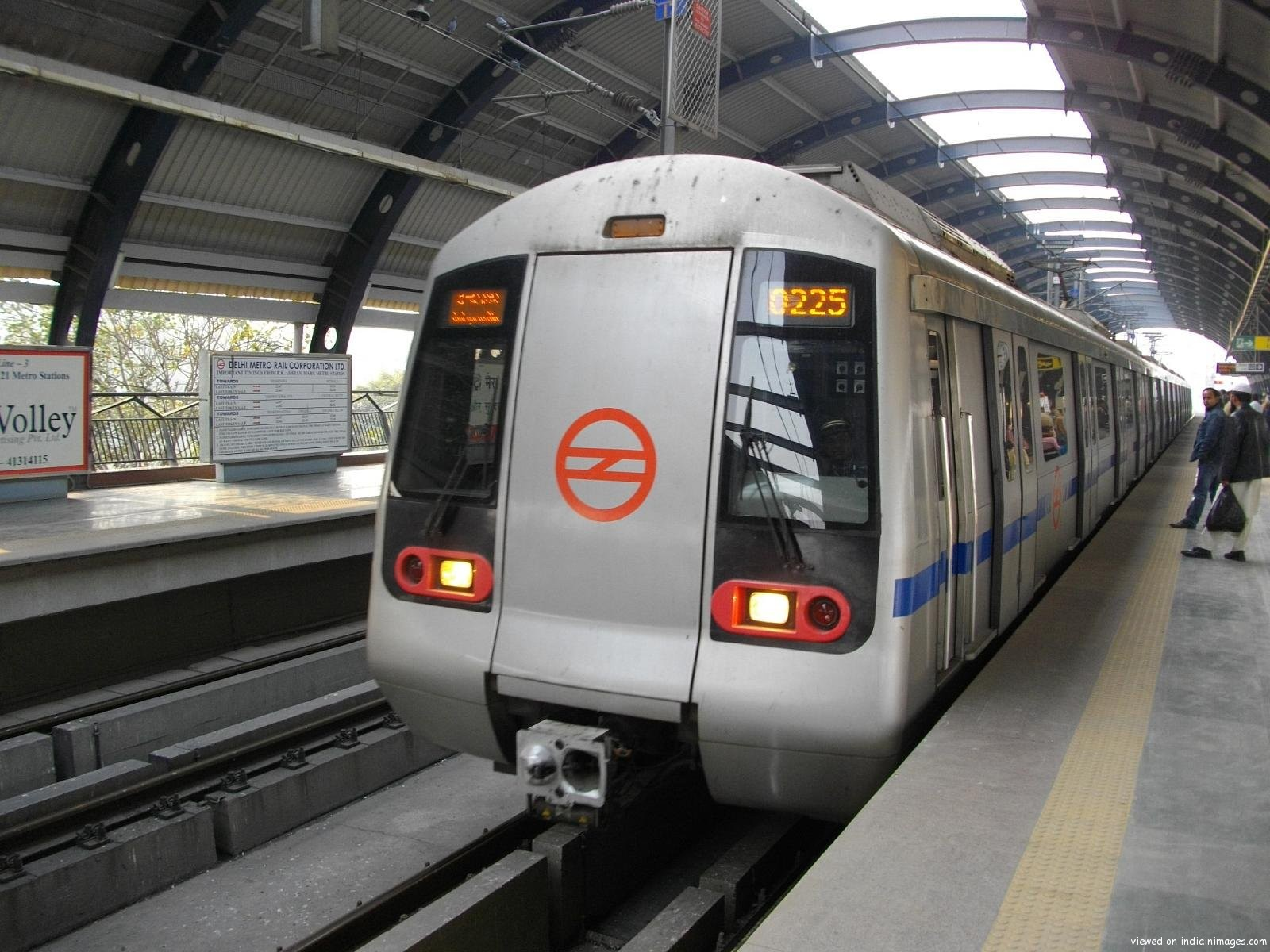 Delhi Metro to remain closed till 2.30 pm on Holi »