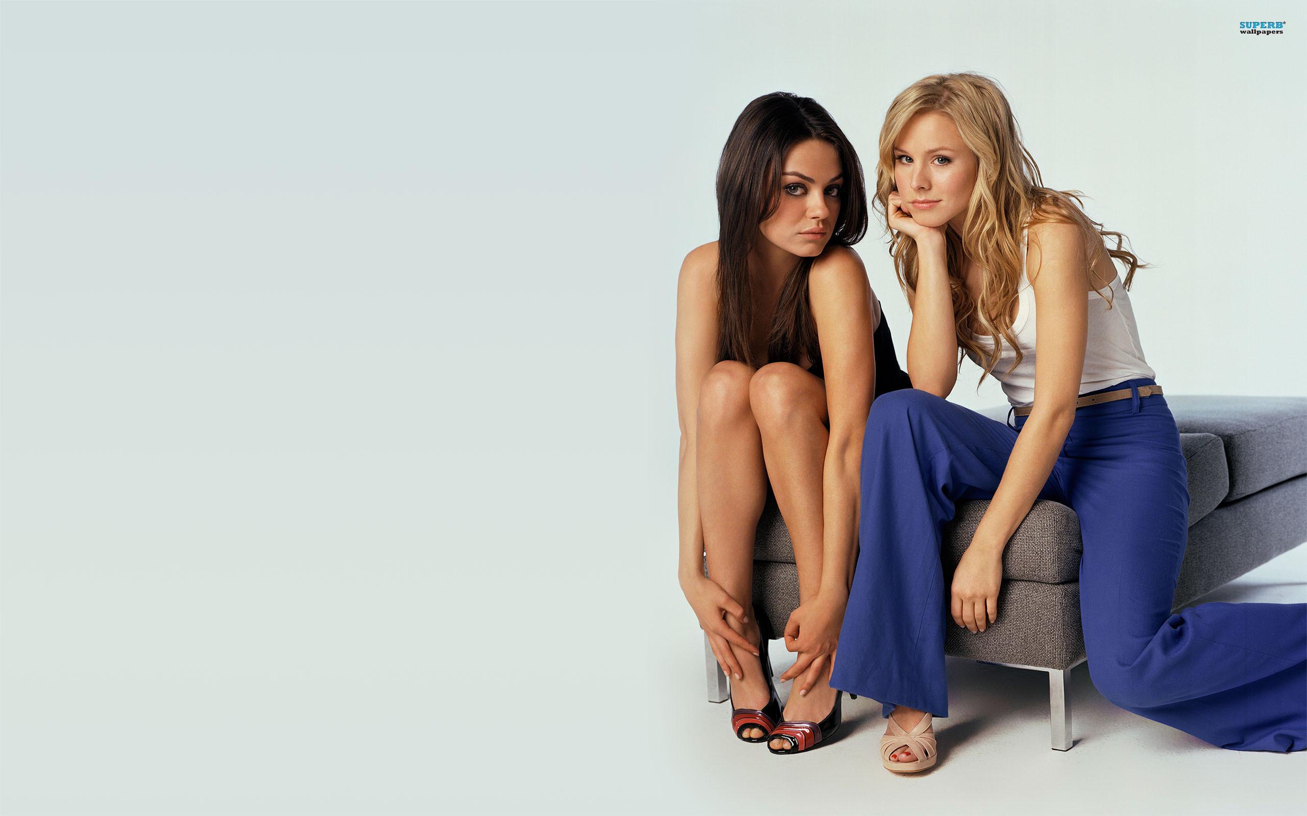 Mila Kunis and Kristen Bell wallpaper 2560x1600