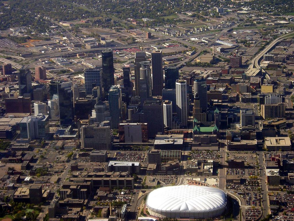 Aerial_photo_of_downtown_Minneapolis