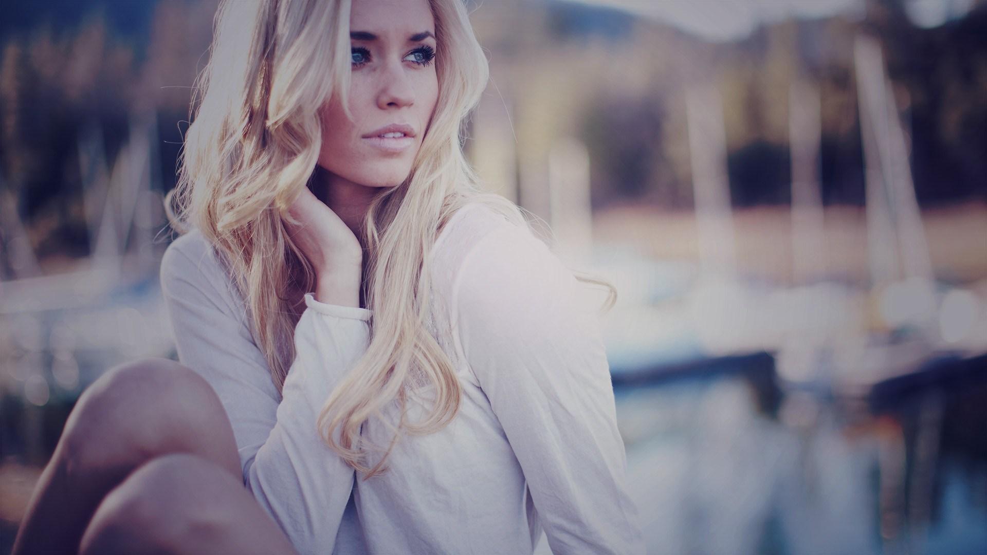 Beauty Blonde Girl Model Photo
