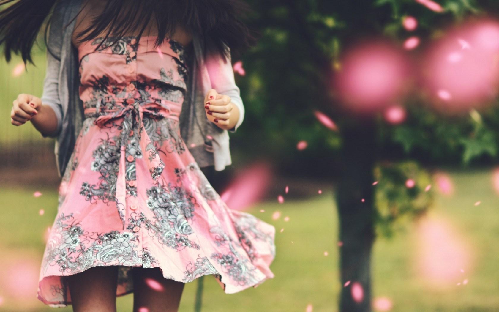 Mood Girl Brunette Style Dress Bokeh