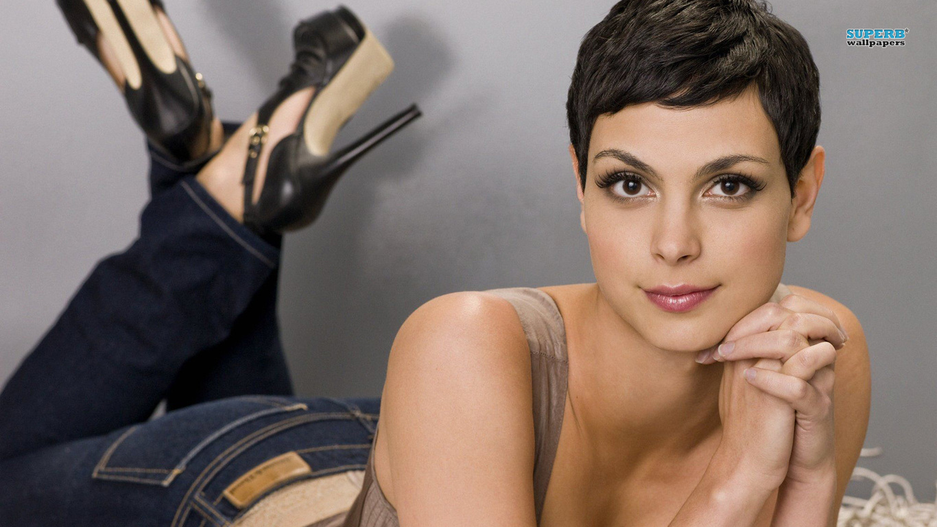 Morena Baccarin wallpaper 1366x768