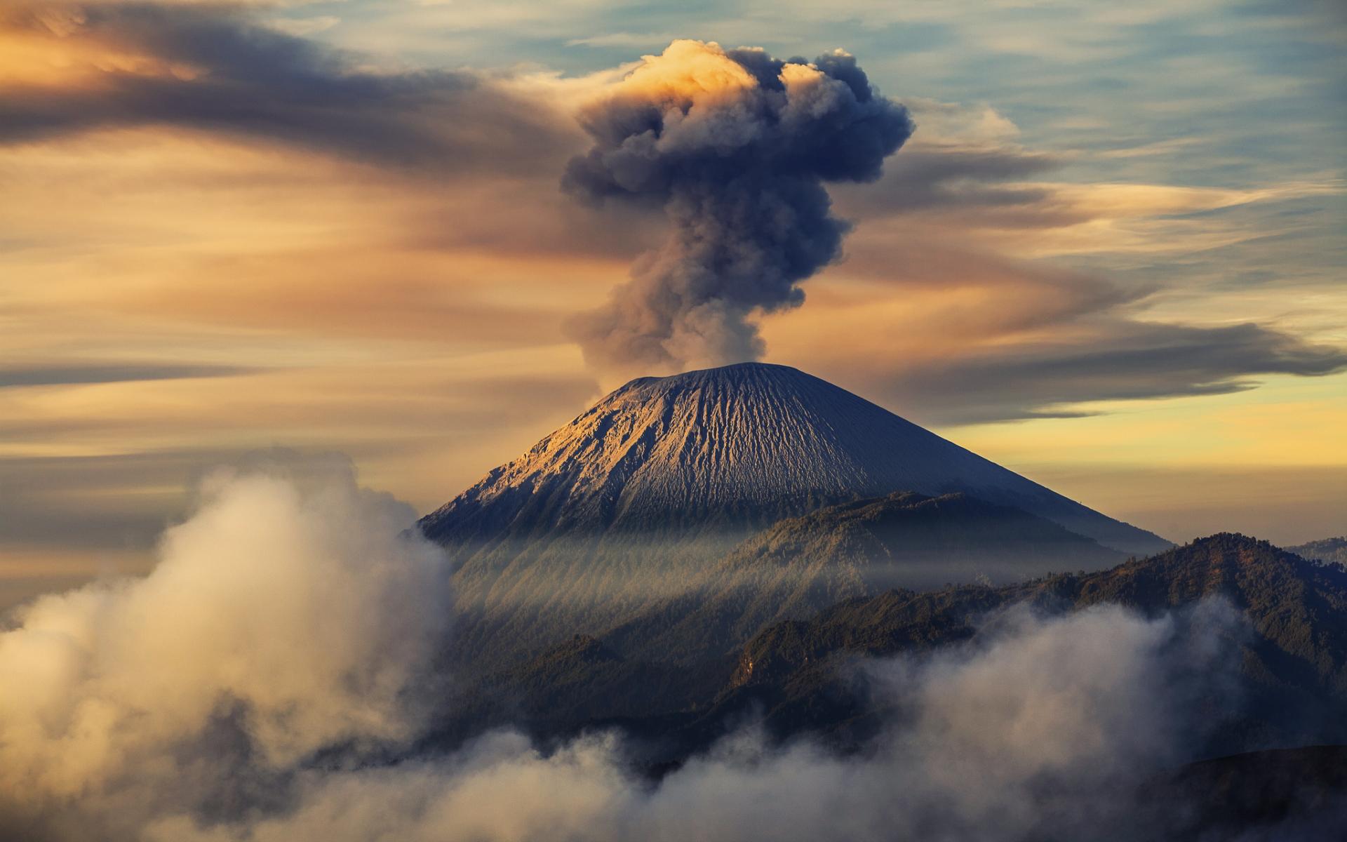 Mount semeru indonesia