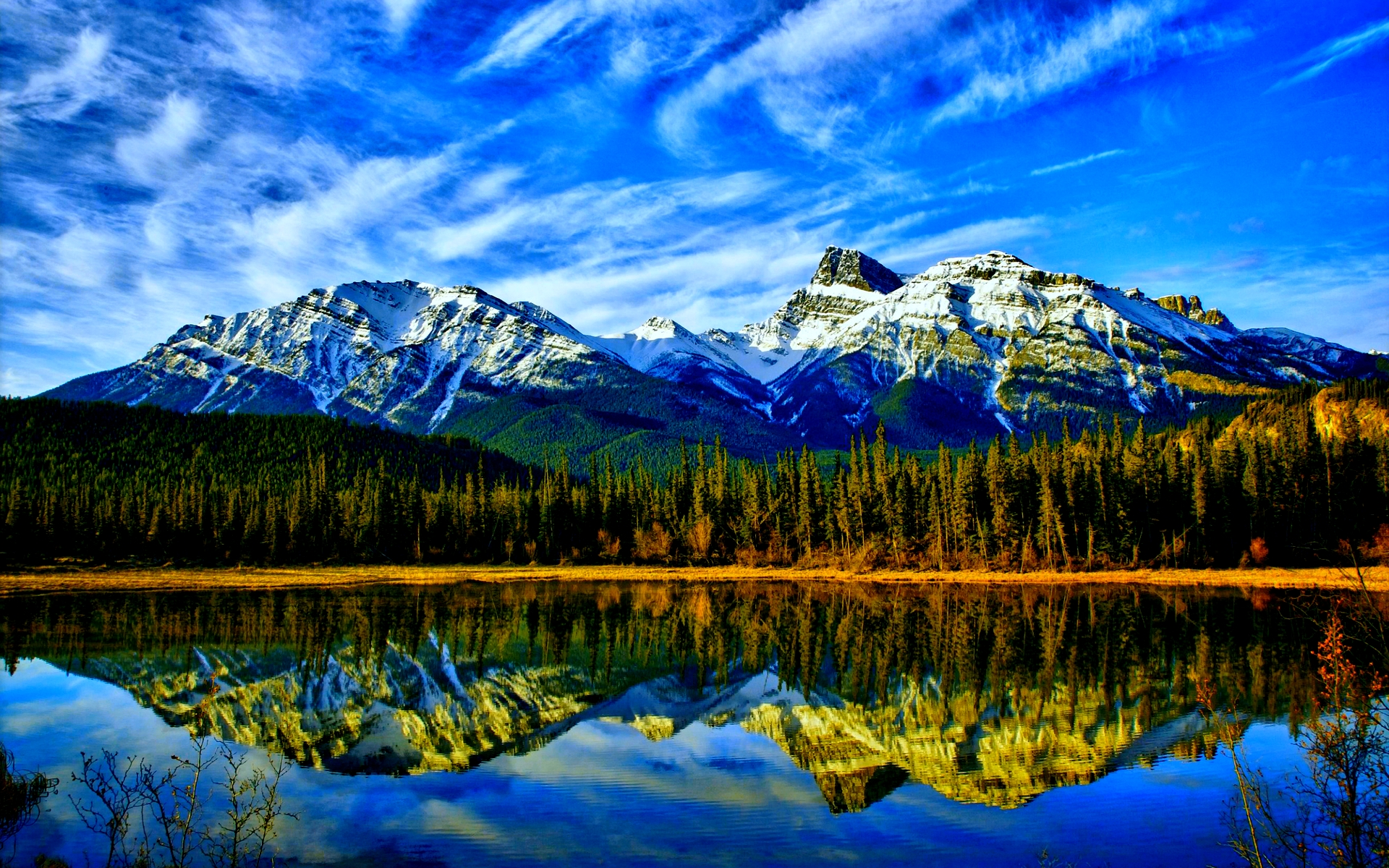 ... Stunning Mountain Lake Wallpaper
