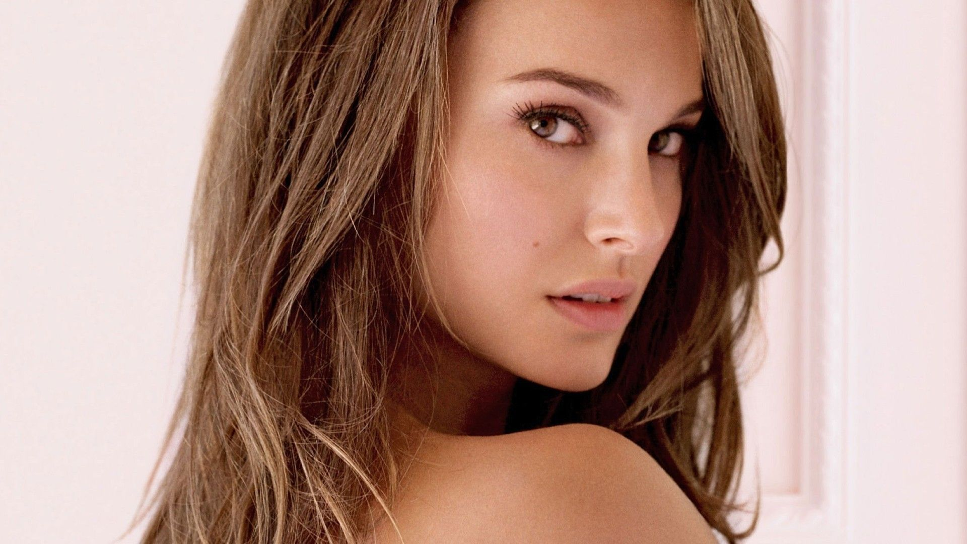 Natalie Portman Latest HD Wallpapers Free Download