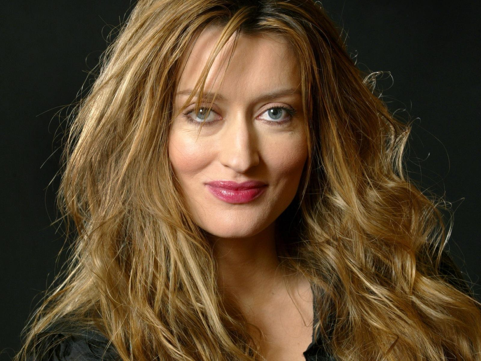 Please check our widescreen hd wallpaper below and bring beauty to your desktop. Cute Natascha McElhone HD Wallpaper