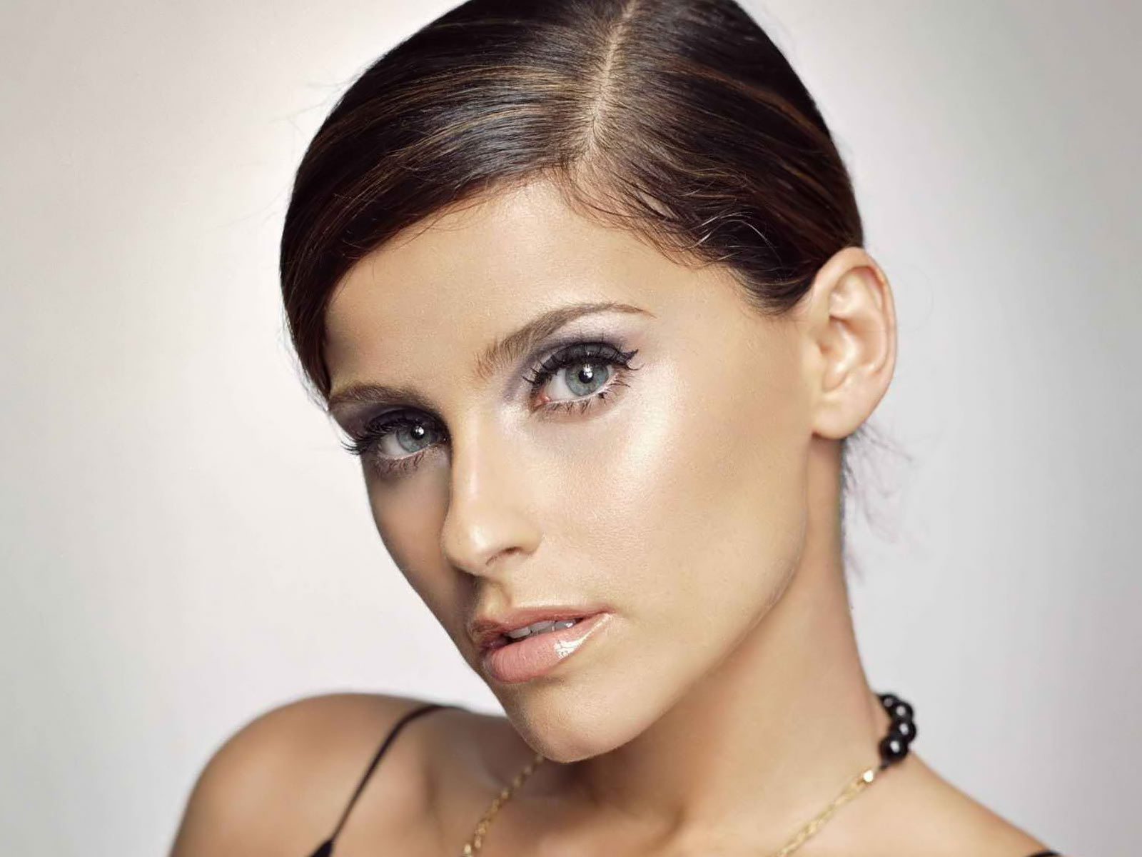 Desktop backgrounds · Celebrities · Music Nelly Furtado ...