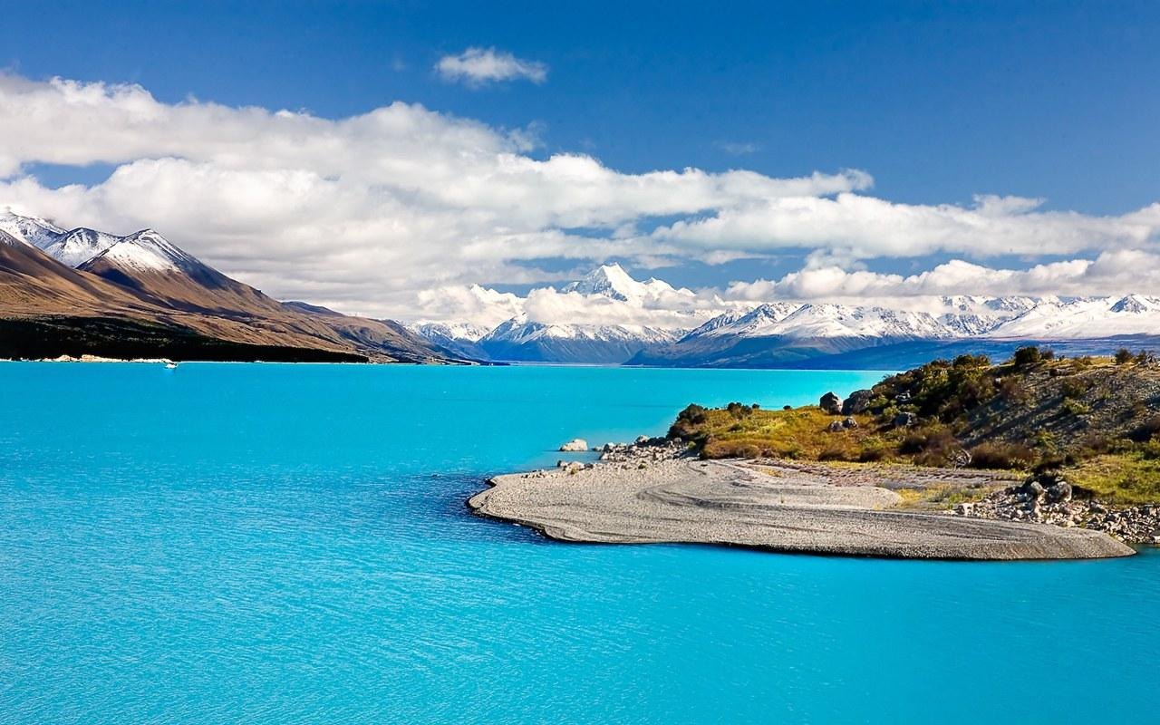 TOUR NEW ZEALAND WITH OUR RENTALS .