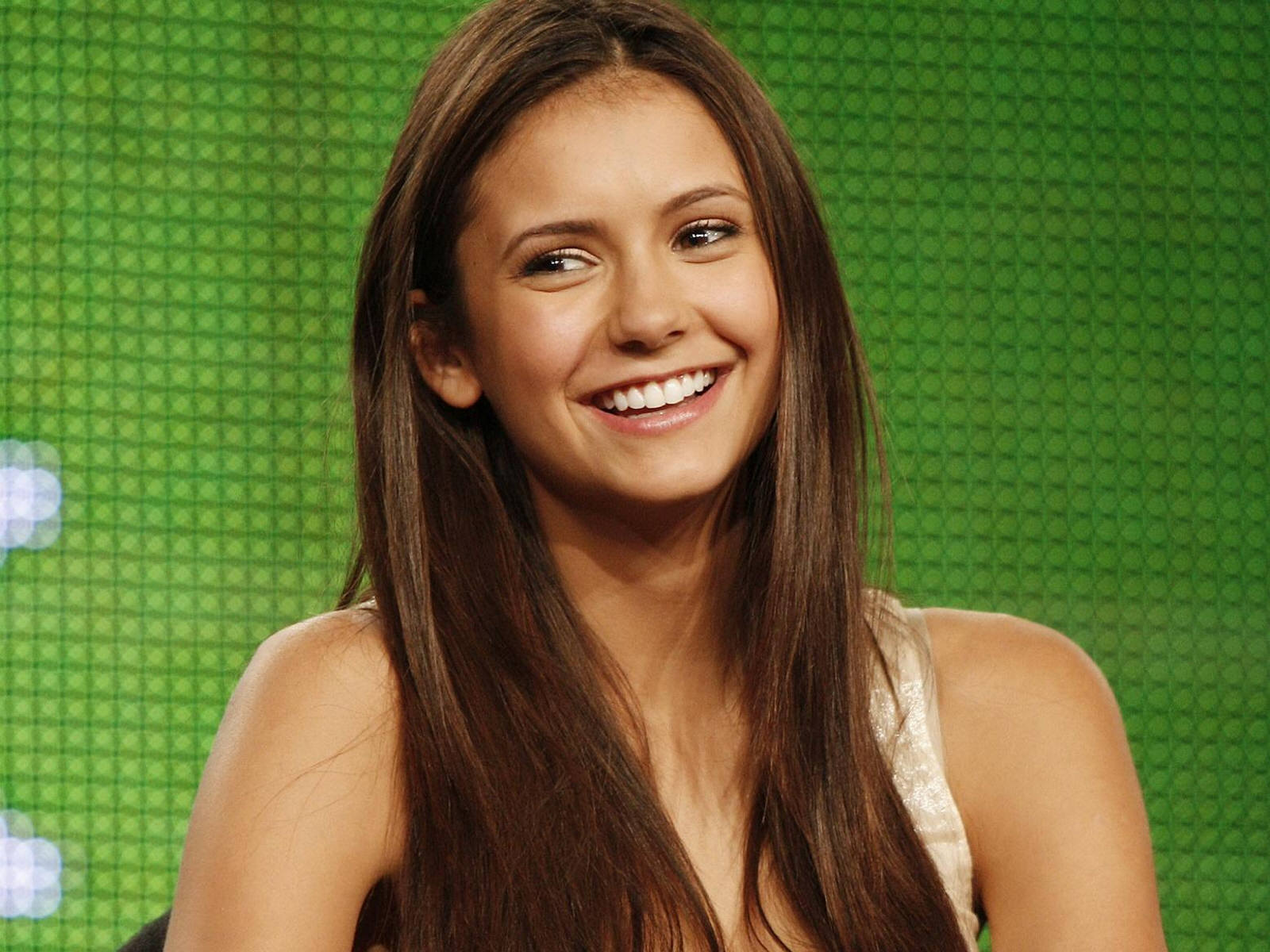 Nina Dobrev Pretty Nina Dobrev Wallpaper