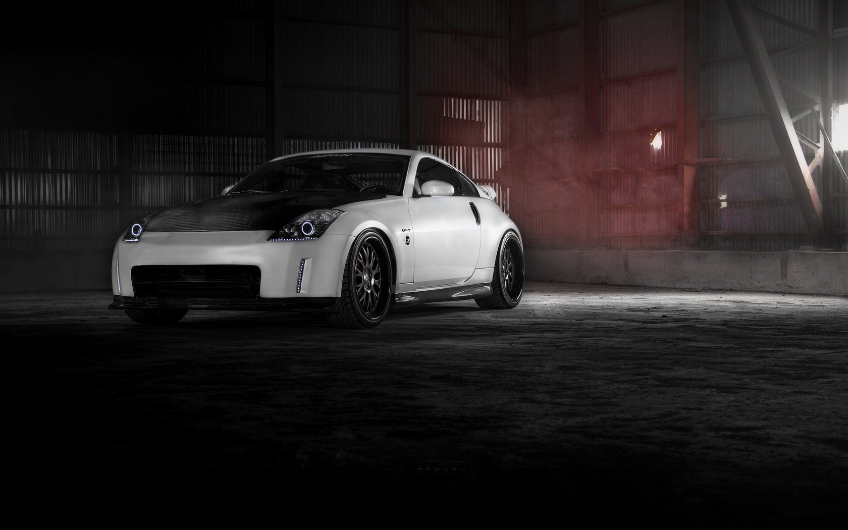 Nissan 350z Warehouse Photo
