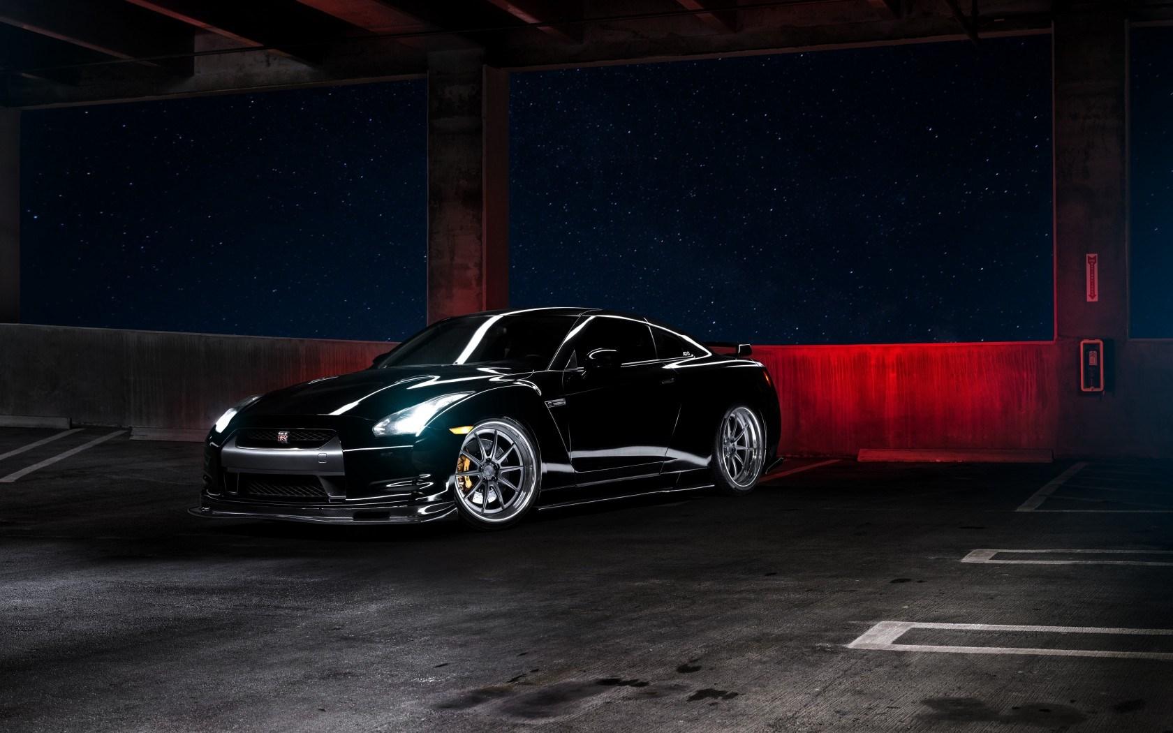 Nissan GT-R R35 Car Parking Night