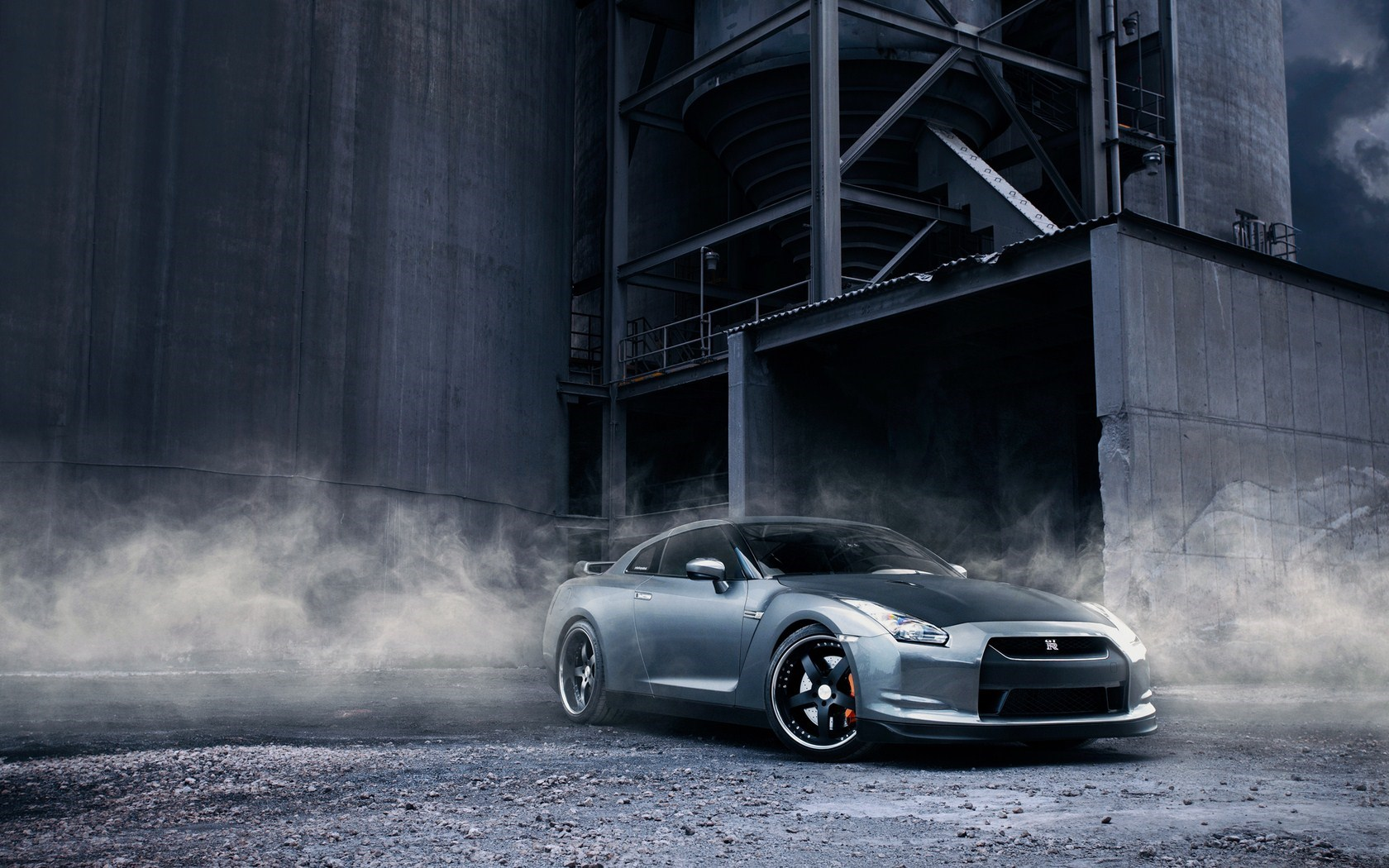 Nissan GT-R R35 Smoke Warehouse
