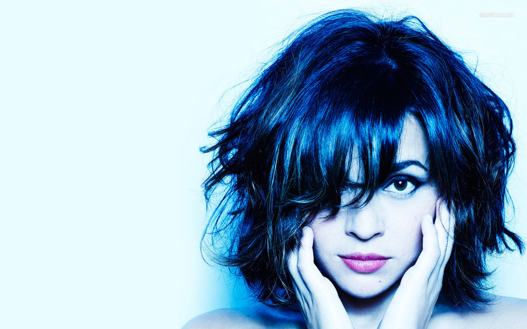 #23F 2003 Norah Jones arrasa en los Grammy, con 8 premios http://youtu.be/V7q8iICbuxg ...