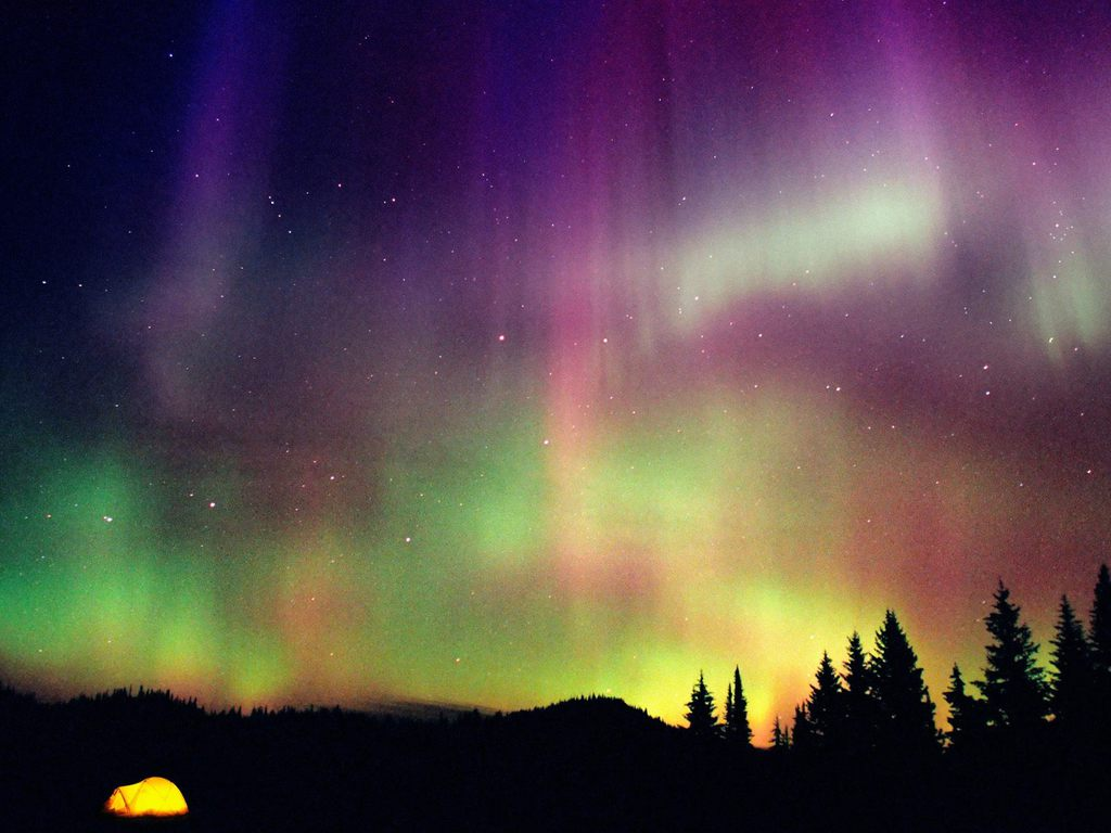 Seeing the Northern Lights TOP TEN MOST DESIRED TRAVEL EXPERIENCES - Ideal Magazine