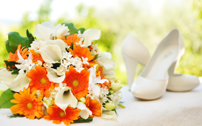 Orange white bridal bouquet