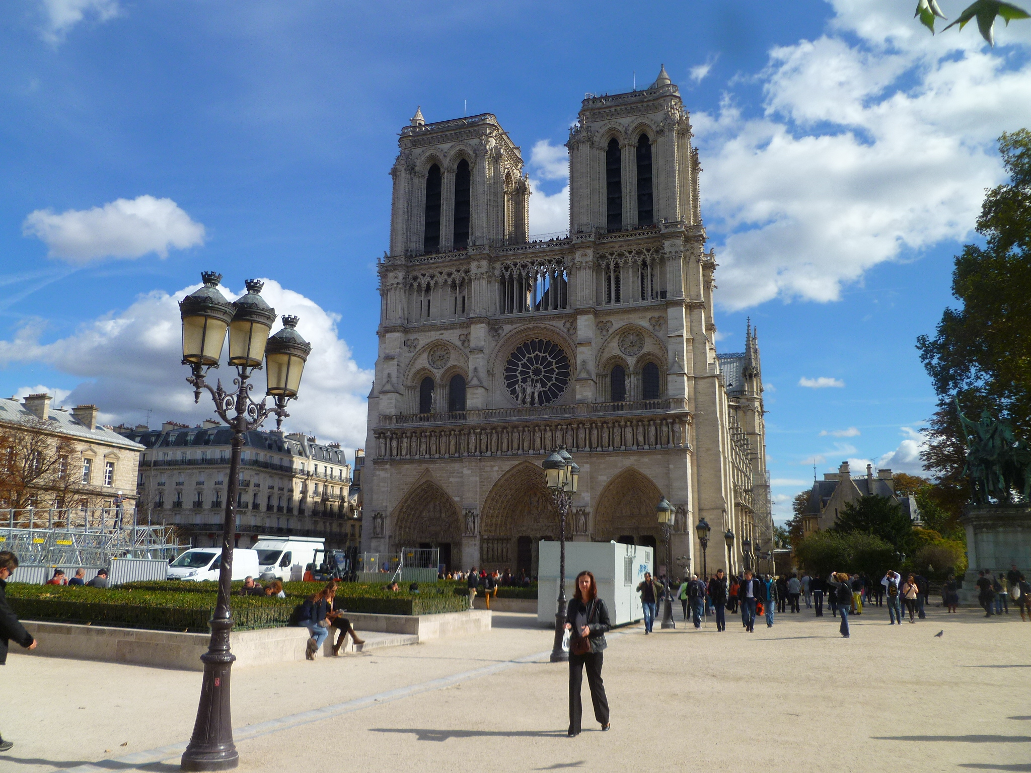 It's only a fifteen minute walk to the heart of Paris, and some pretty key tourist attractions. Exhibit A: Notre Dame.