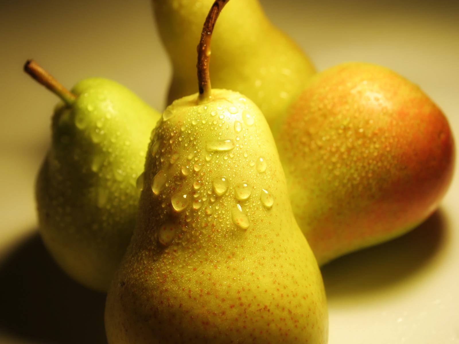 wet pears wallpaper