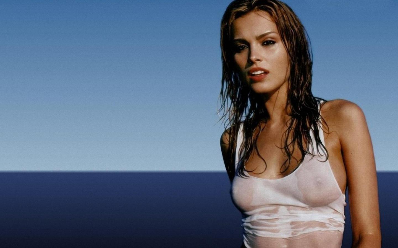 мокрые футболки артистка фото один основных