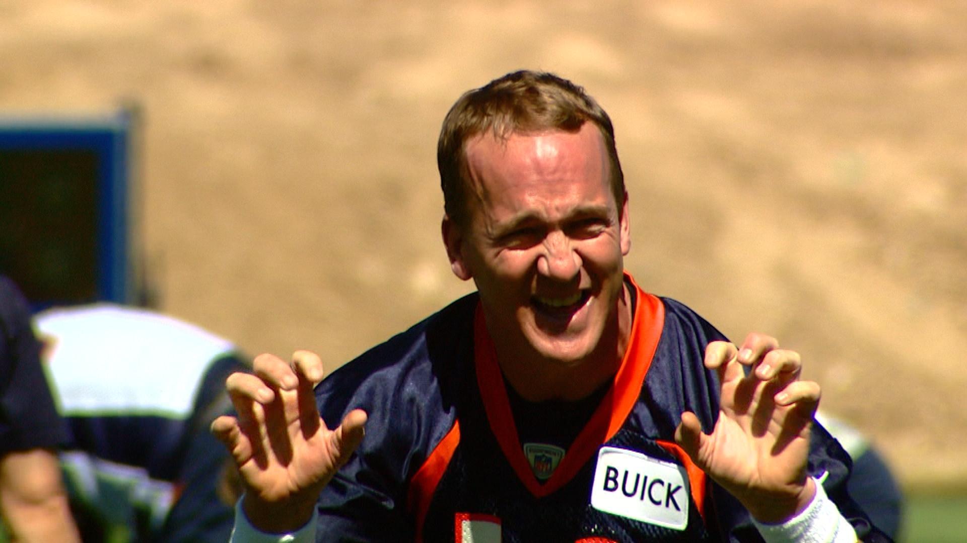 Peyton Manning during practice (credit: CBS)
