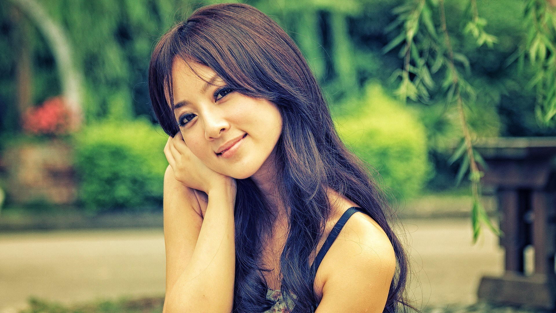 Photo Asian Woman Look