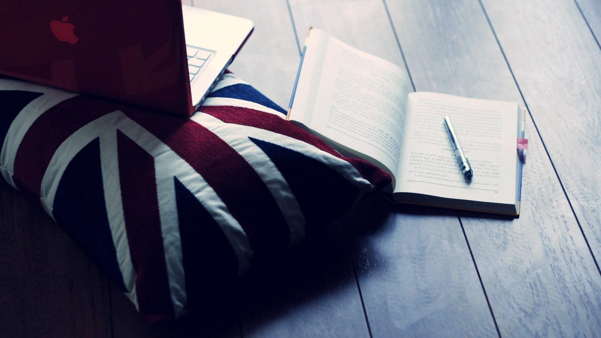 Pillow UK Flag MacBook Notebook