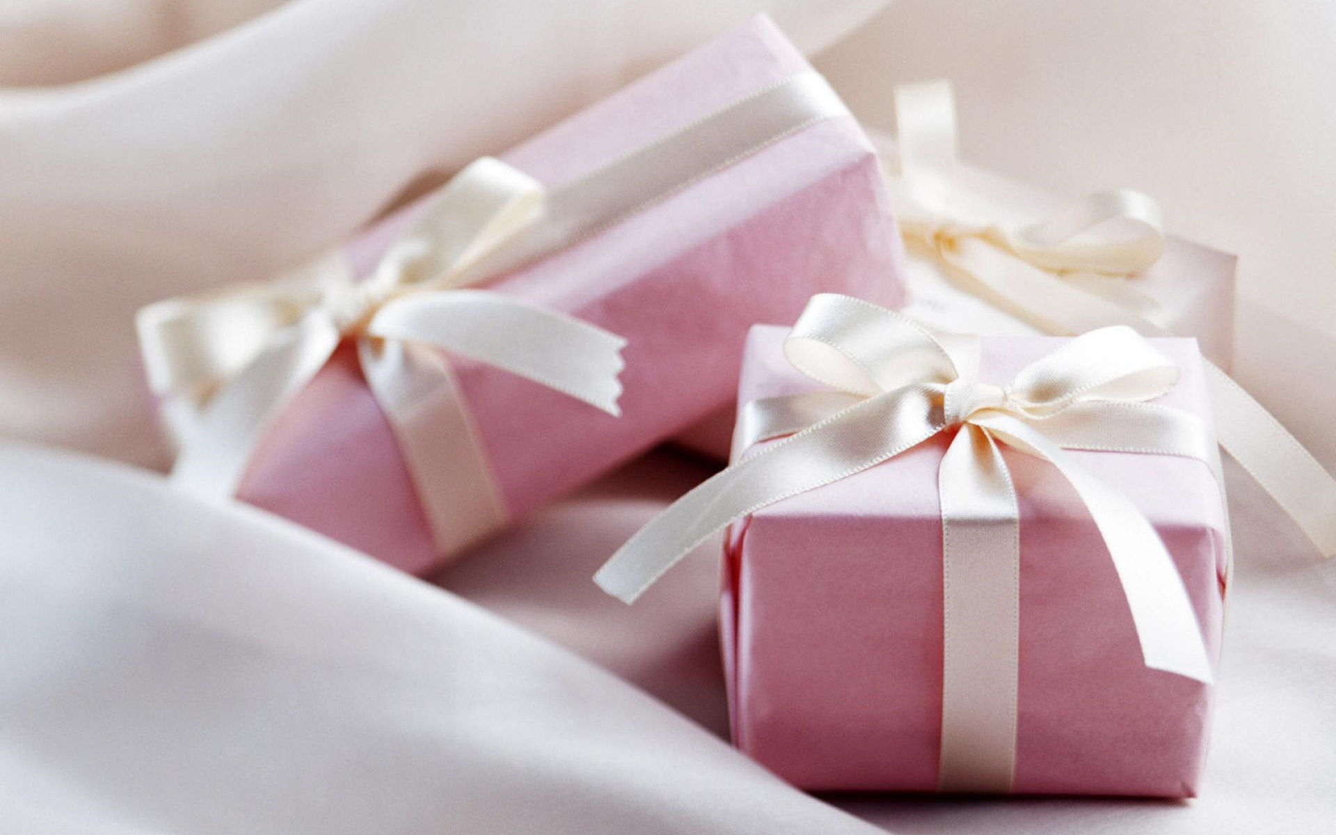Pink Gift Box Wallpaper