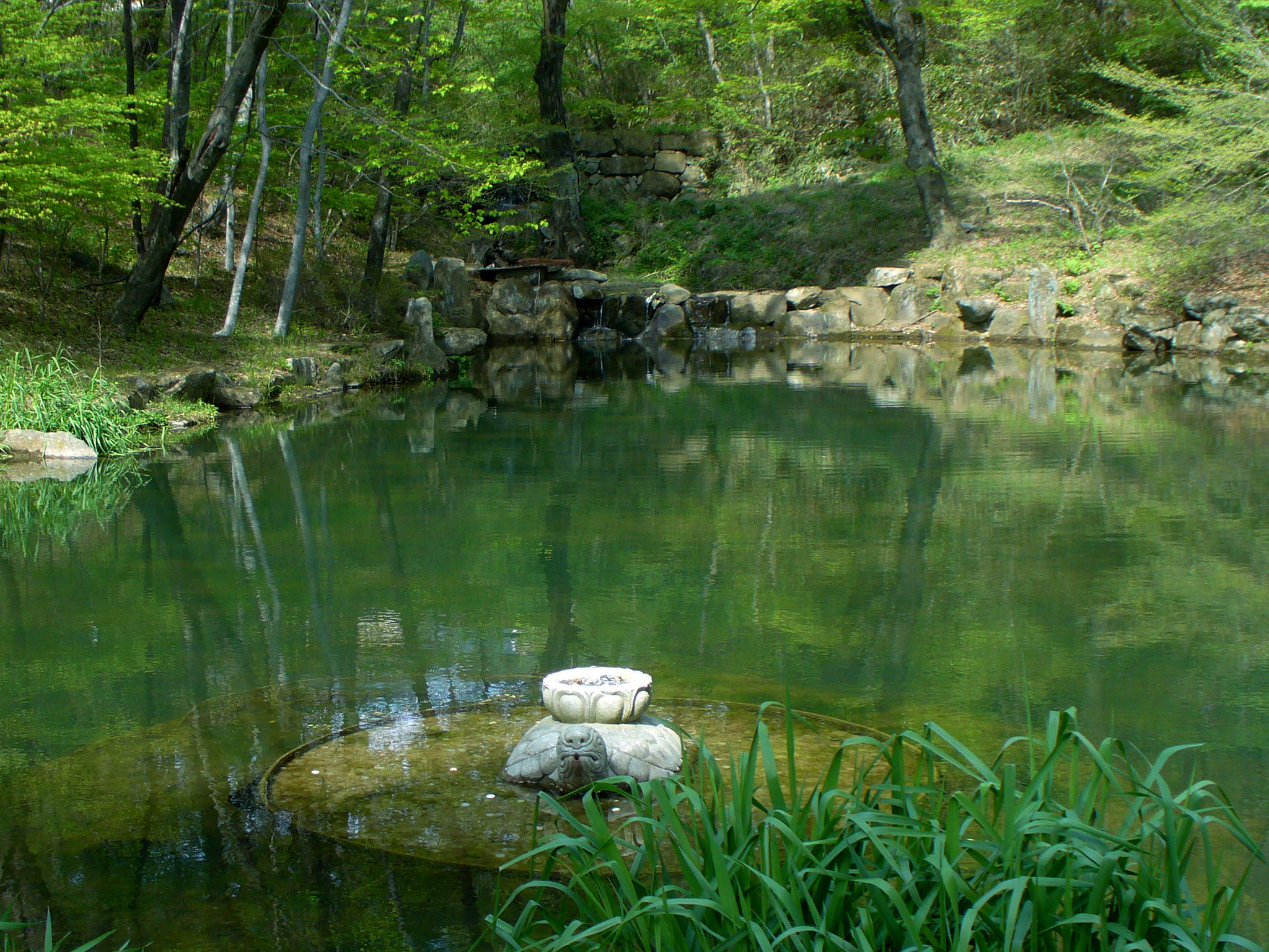 File:Haeinsa-monastery-pond-of-reflection.jpg