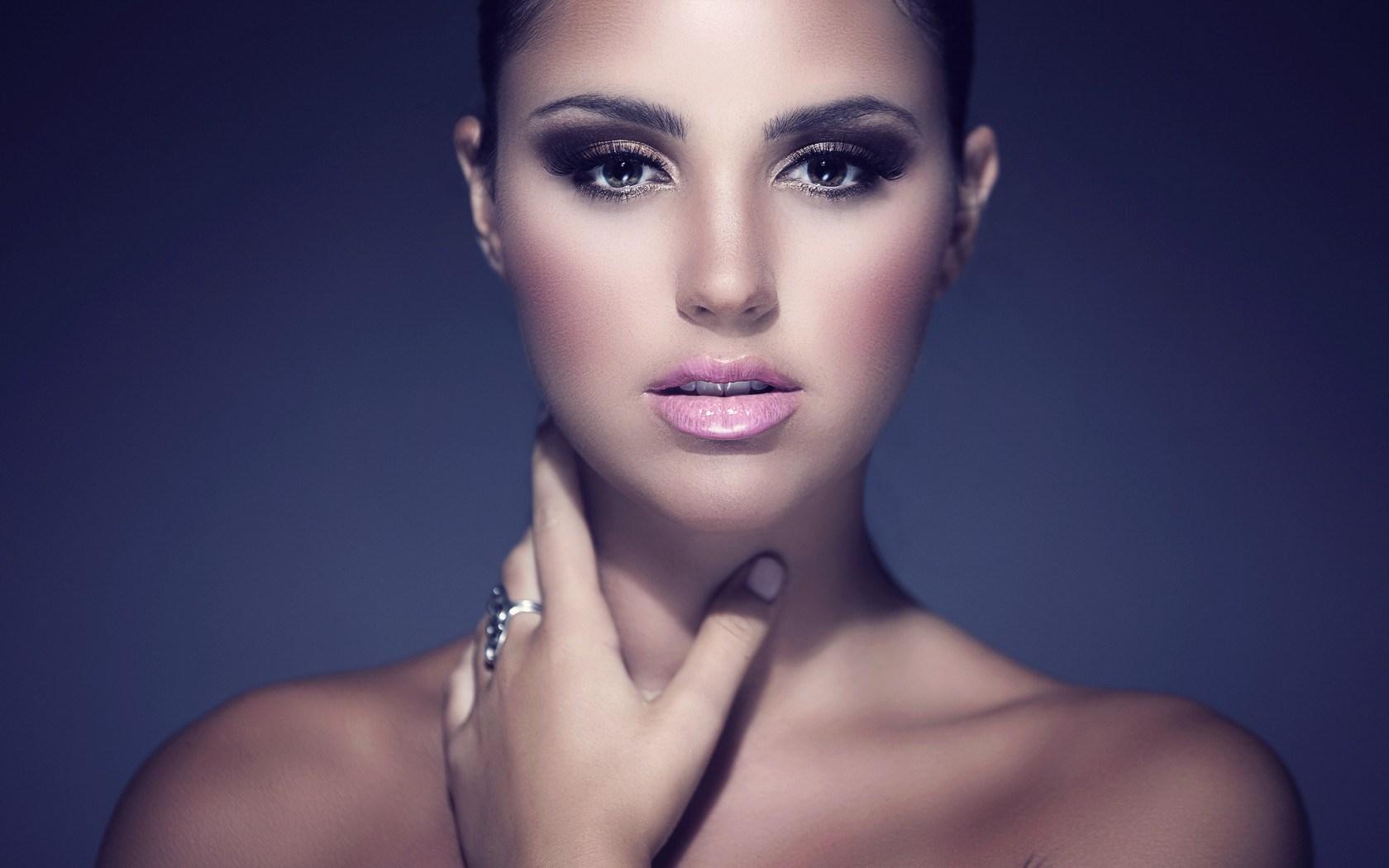 Portrait Beautiful Girl Photo