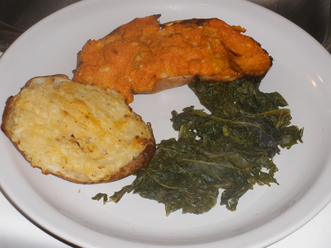 Baked potato and sweet potato, with kale