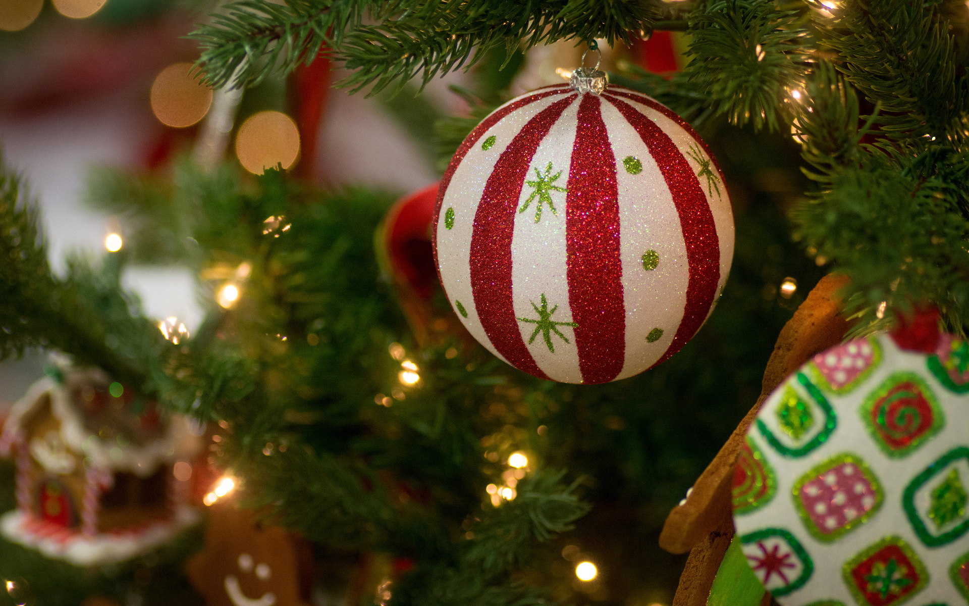 Pretty Christmas Ornaments Wallpaper 38742 1920x1080 px