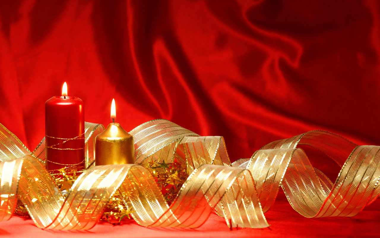 Pretty Holiday Candles Wallpaper