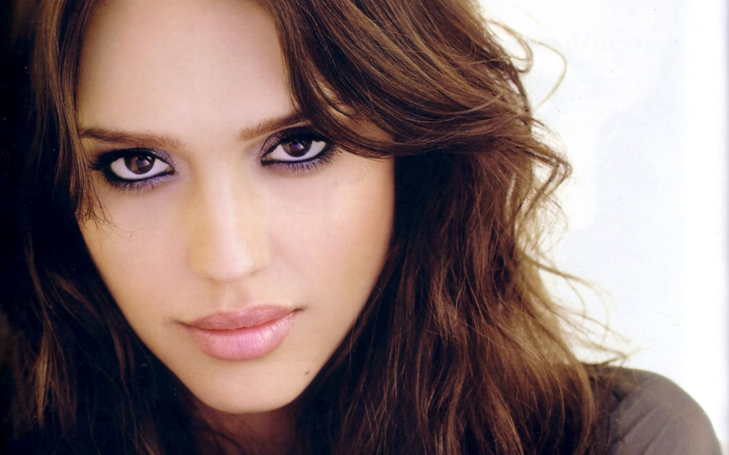 Pretty Jessica Alba Wallpaper