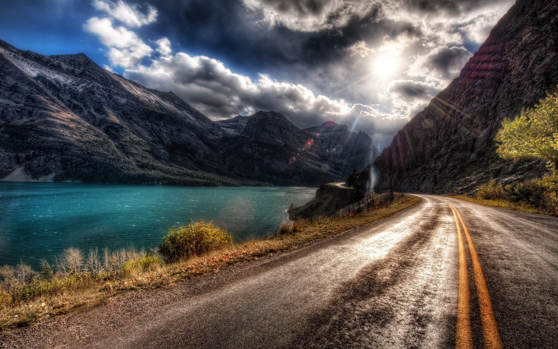 Pretty Mountain Road Wallpaper